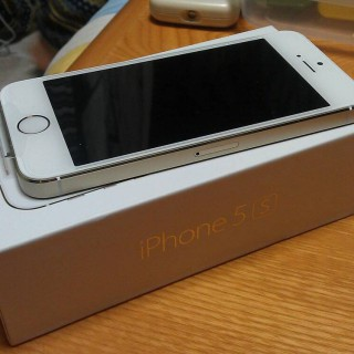 docomo版のiPhone5Sを買った