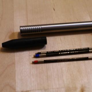 LAMYの3色ボールペンに他メーカーの替芯(リフィル)を使ってみる(LAMY logo)